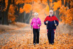 Чем полезна скандинавская ходьба пожилым людям